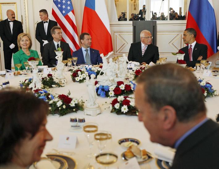 Slavnostní oběd po podpisu odzbrojovací smlouvy