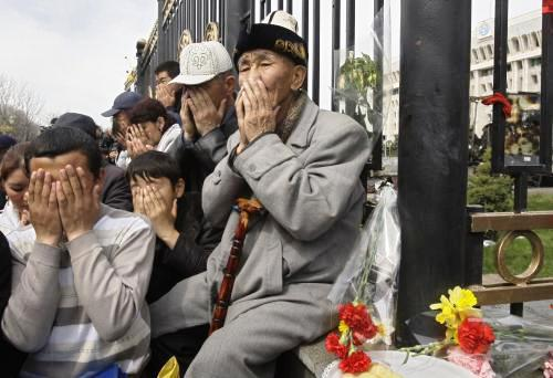 Kyrgyzstán oplakává oběti převratu