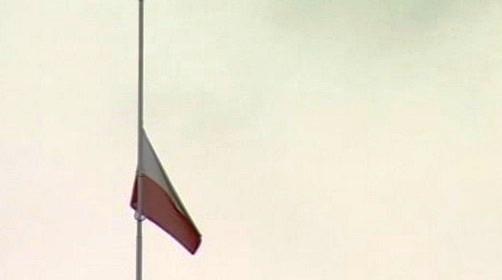 Polská vlajka po smrti prezidenta Kaczyńského