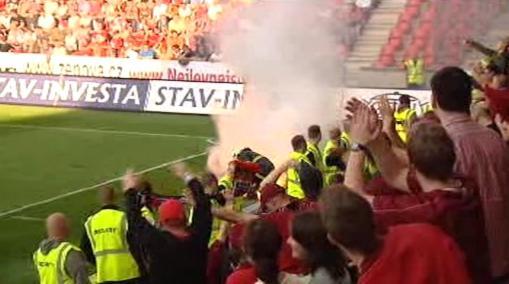 Výtržnosti na fotbalových tribunách