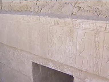 Zdobený vstup do hrobky