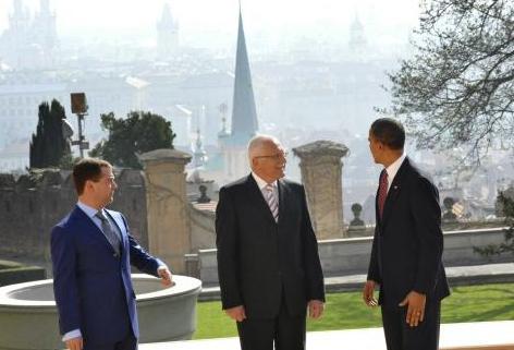 Setkání Klause s Obamou a Medvěděvem