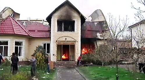 Vyrabovaný dům prezidenta Bakijeva