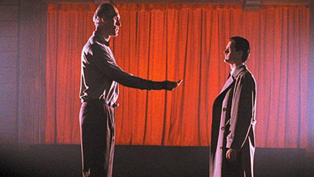Agent Cooper se setkává s obrem