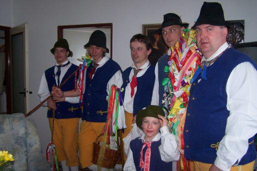 Krojovaní koledníci ve Špindlerově Mlýně