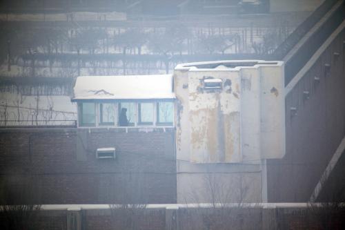 Strážní věž u věznice v čínském Urumči