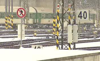 Zamrzlé výhybky komplikují situaci na železnicích