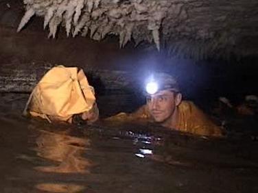 Průzkum krápníkových jeskyní