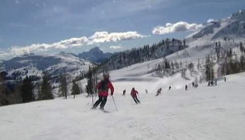Lyžaři na rakouských sjezdovkách