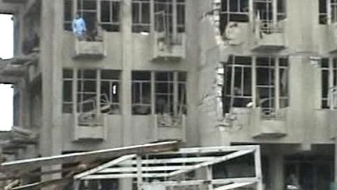 Následky bombového útoku v Bagdádu