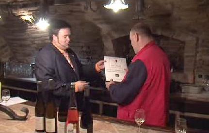 Předání vinařského certifikátu