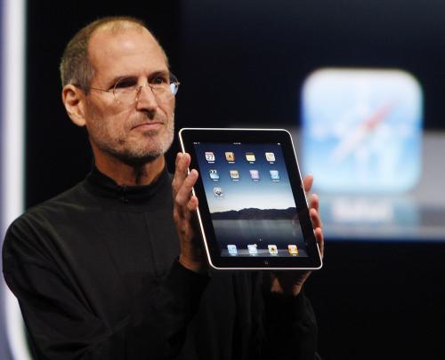 Steve Jobs představuje iPad