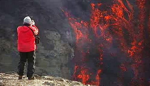 Islandská sopka Fimmvorduhals je velkou turistickou atrakcí
