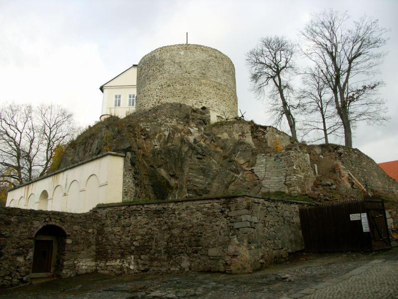 Hrado-zámecký areál Bečov