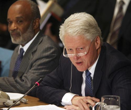 René Preval a Bill Clinton na dárcovské konferenci pro Haiti
