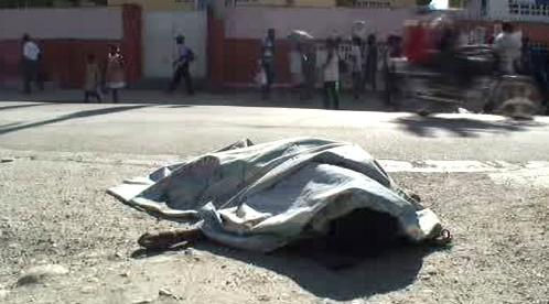 Mrtvé tělo na ulici