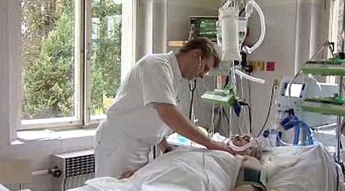 Lékař při vyšetření pacienta