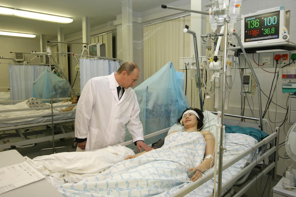 Vladimir Putin na návštěvě zraněných při teroristickém útoku