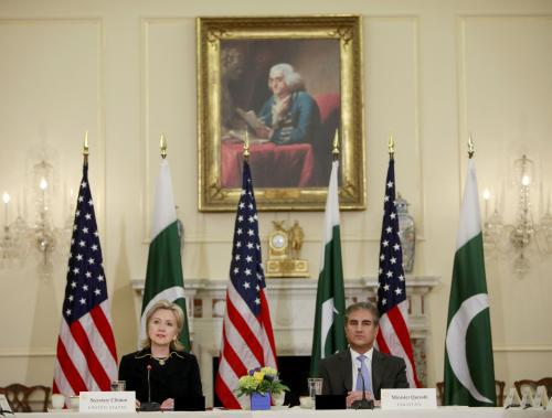 Hillary Clintonová a Šáh Mahmúd Kureší