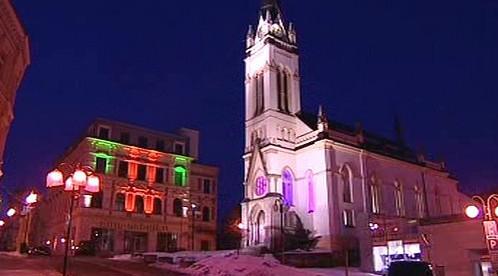 Nasvícený kostel v centru Jablonce nad Nisou
