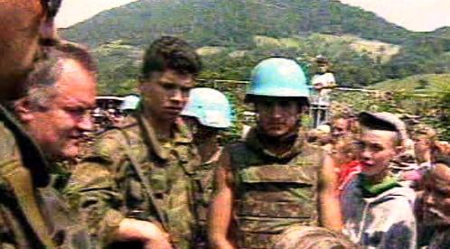 Vojáci v Srebrenici