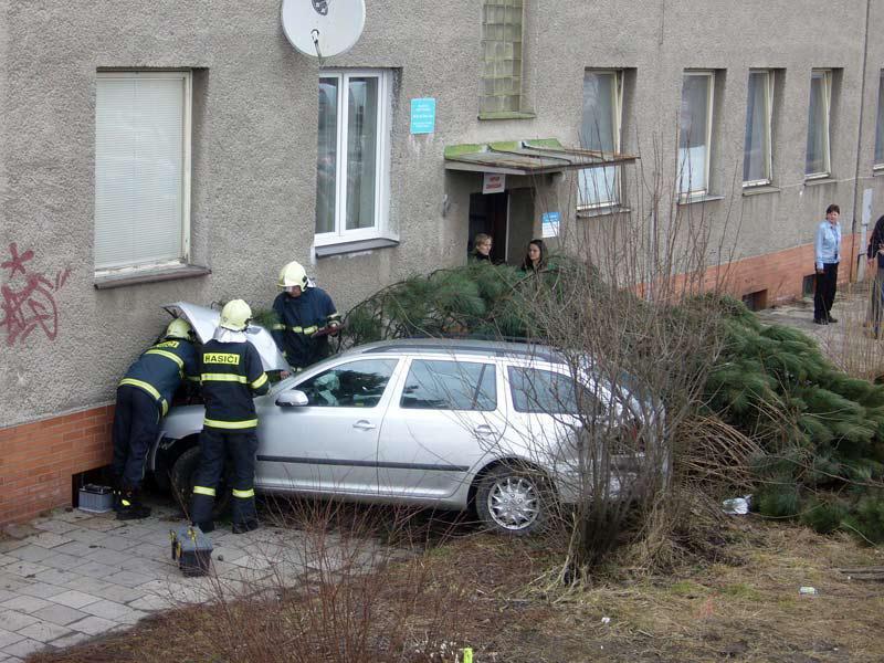 Hasiči u nehody auta