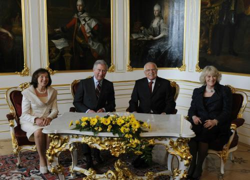 Charles a Klaus s manželkami