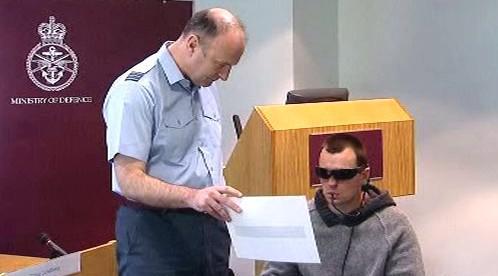 Slepý Craig Lundberg dokáže se zařízením BrainPort číst