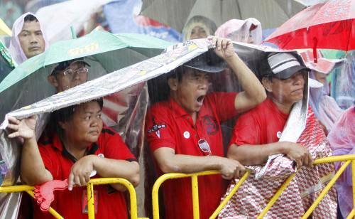 Thajci demonstrojí