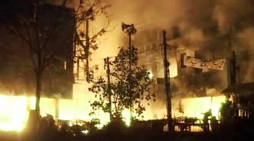 Útok na tržnici v Láhauru