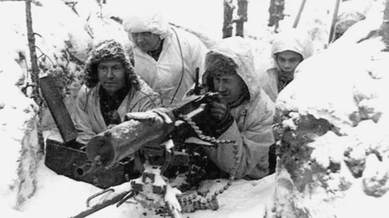 Skupina finských vojáků s kulometem
