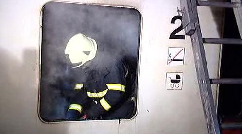 Hasiči u požáru vlaku