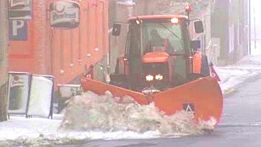 Traktor s pluhem