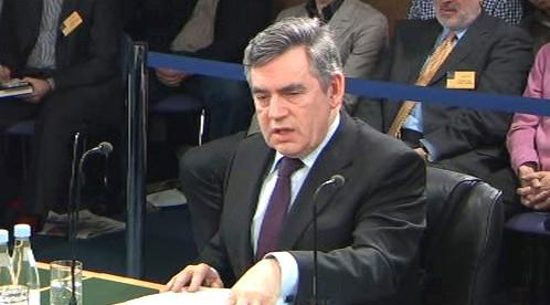 Gordon Brown před vyšetřovací komisí k válce v Iráku