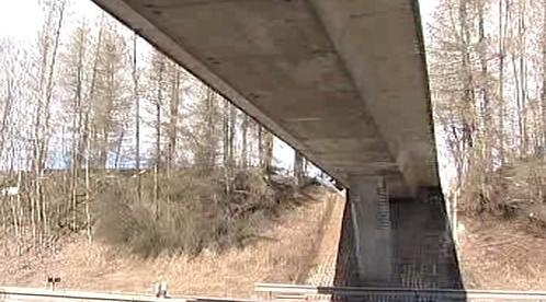 Most nad dálnicí