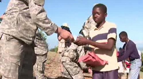 Distribuce pomoci na Haiti