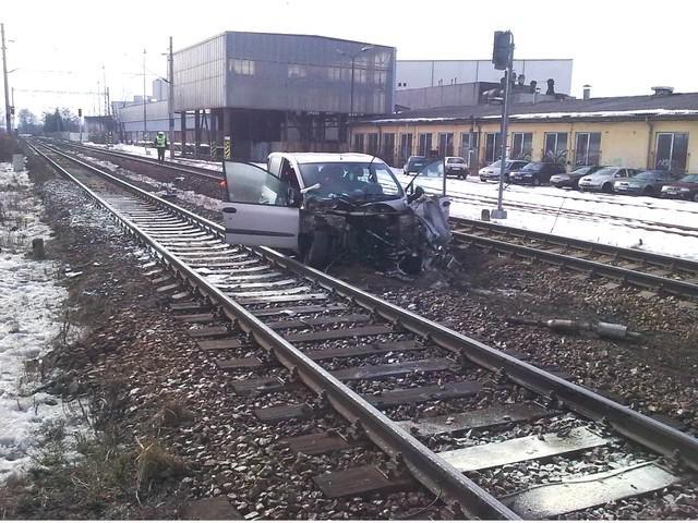Auto v kolejišti