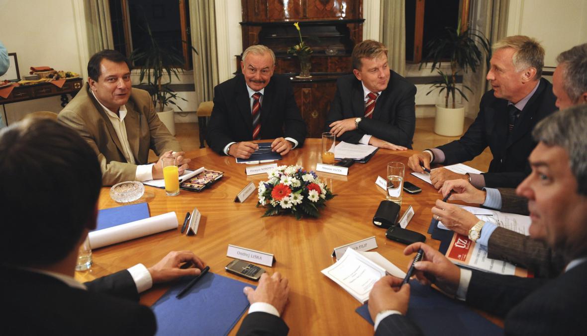 Čeští politici na jednání v Senátu