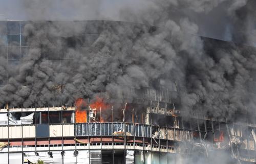 Hořící budova
