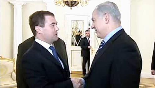 Dmitrij Medveděv a Benjamin Netanjahu