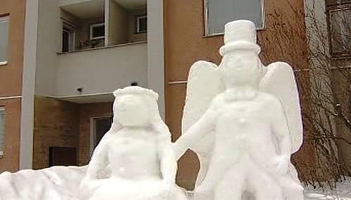 Sněhová maková panenka a motýl Emanuel