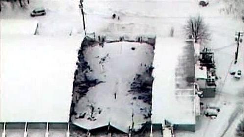 Zřícená střecha zimního stadionu v Pensylvánii