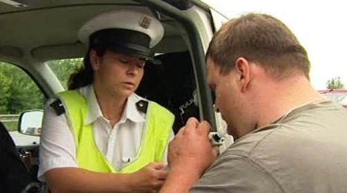 Policie kontroluje řidiče