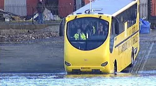 Obojživelný autobus