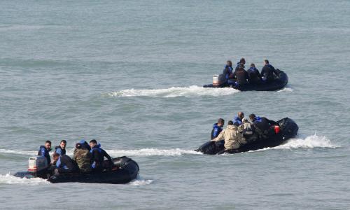 Libanonští potápěči hledají trosky letadla