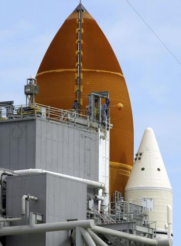 Práce na raketoplánu Endeavour