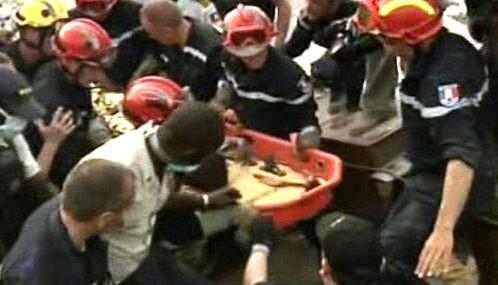 Záchranáři vyprostili živého muže