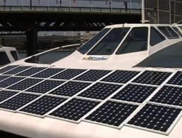 Solární panely na prototypu lodi
