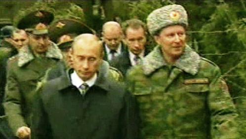 Vladimir Putin s ruskými vojáky