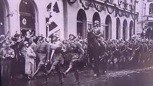 Pochod wehrmachtu v ulicích Liberce